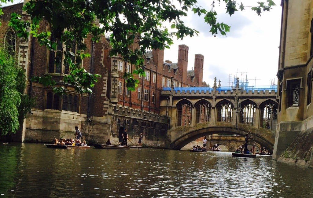"""The """"Bridge of Sighs"""" in Cambridge - """"Punting in Cambridge, England – And I am not Talking about Football"""" - Two Traveling Texans"""